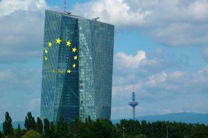 ECB: Bitcoin je riskantní a spekulativní, centrální banka přirovnala krypto k tulipánové horečce